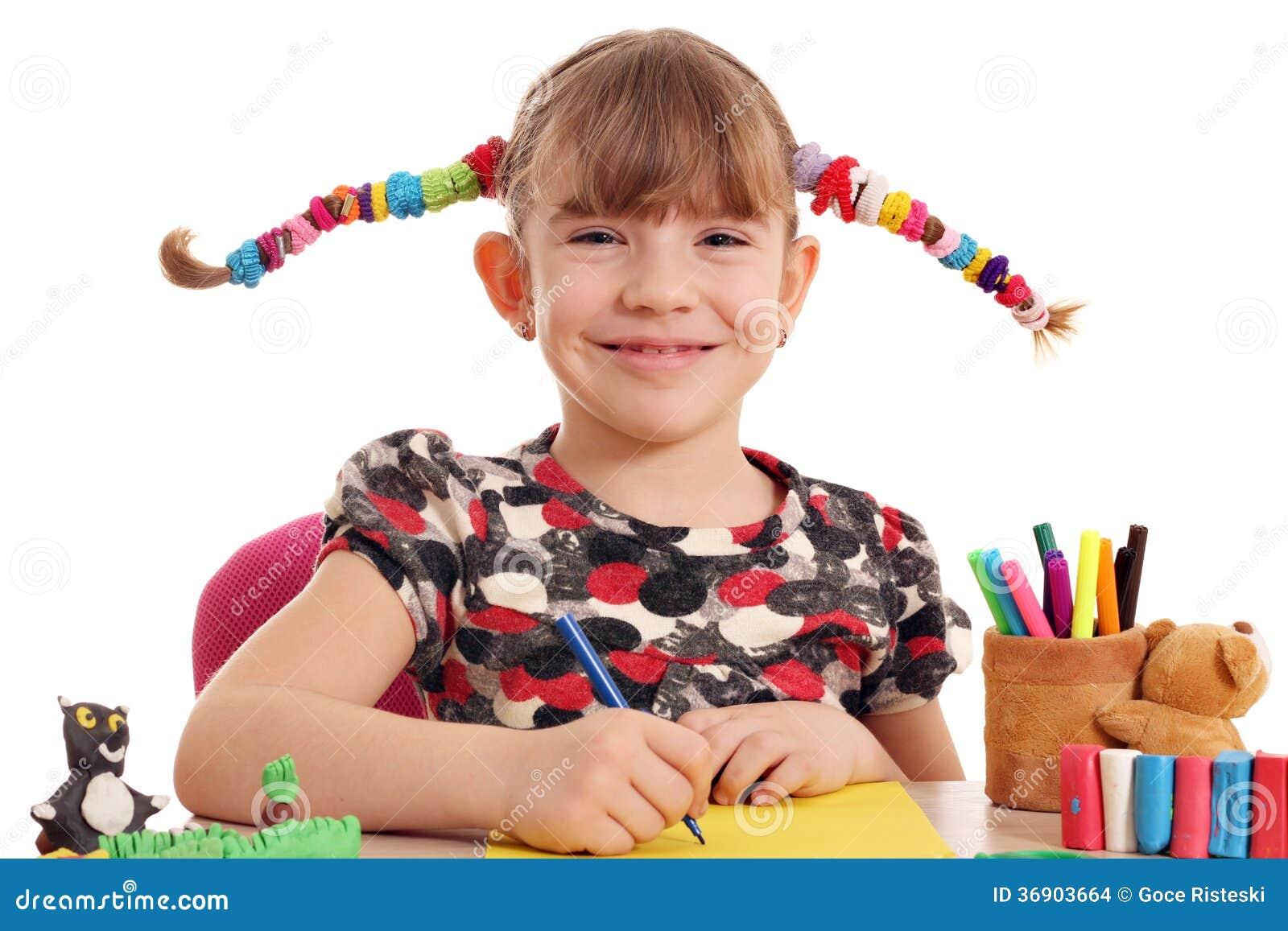 Szczęśliwy mała dziewczynka rysunek