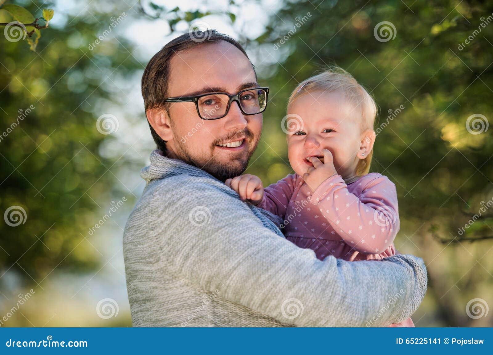 Szczęśliwy ojciec i jego córka