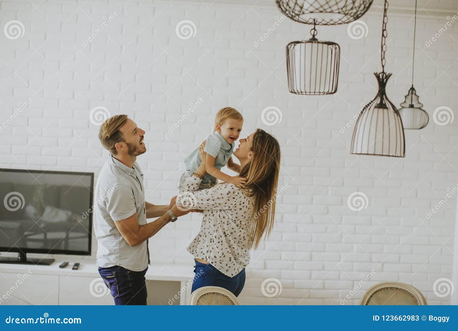 Szcz??liwe rodzinne young