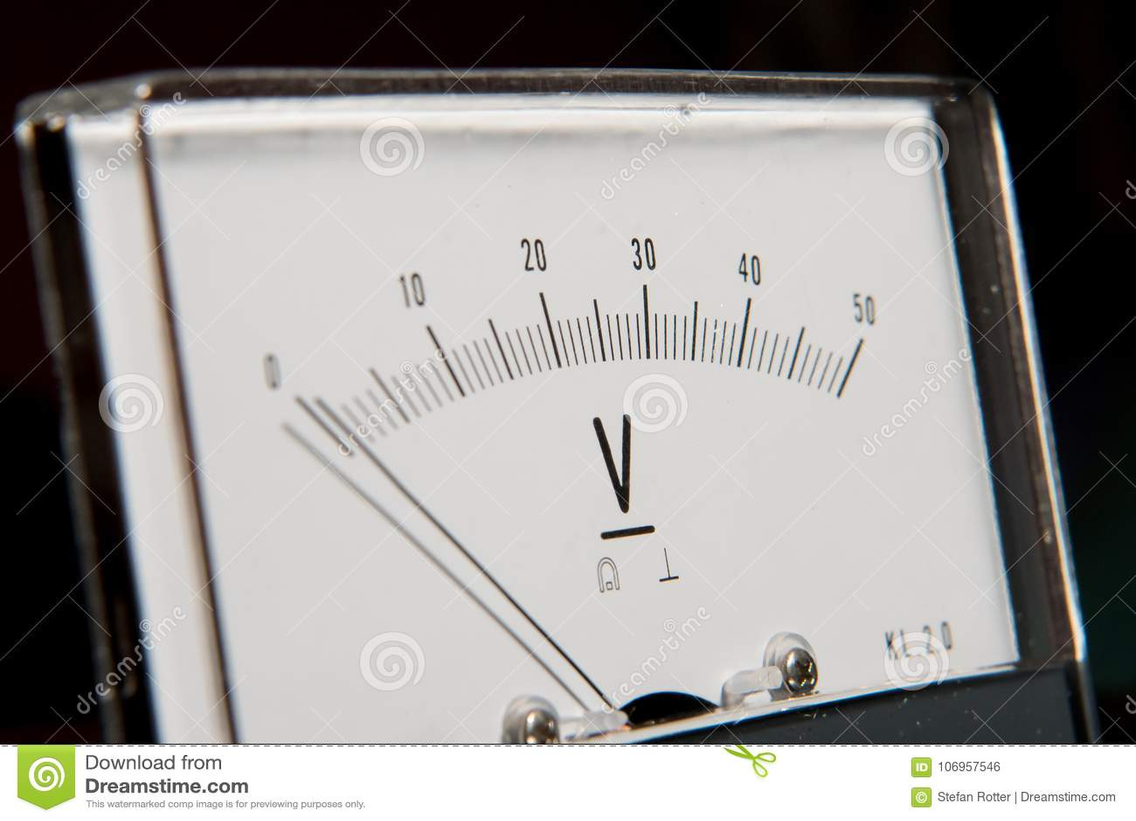 Szczegół analogowy voltmeter, pointer skala