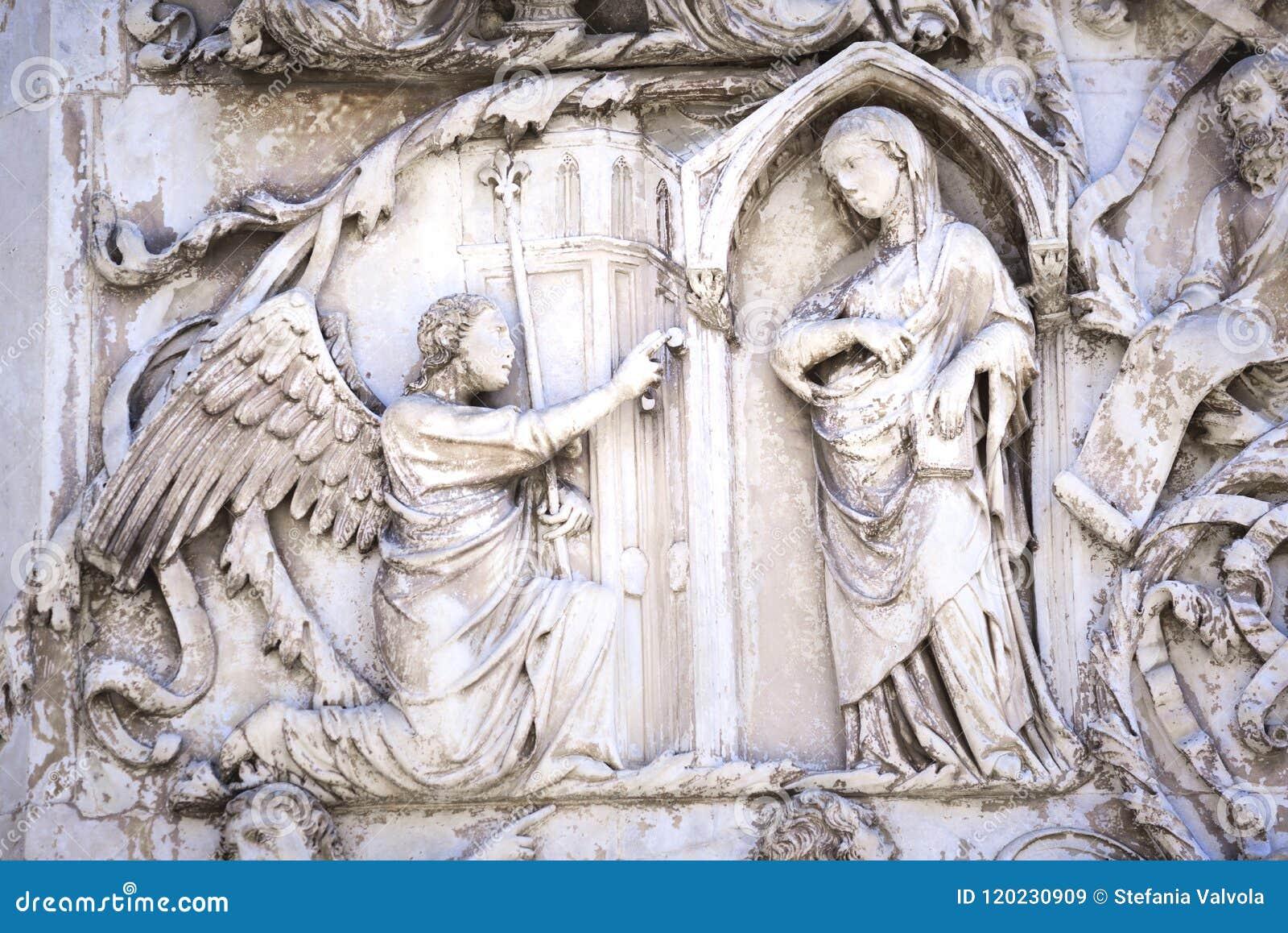 Szczegół fasada Duomo Orvieto, Włochy Marmurowy bas-