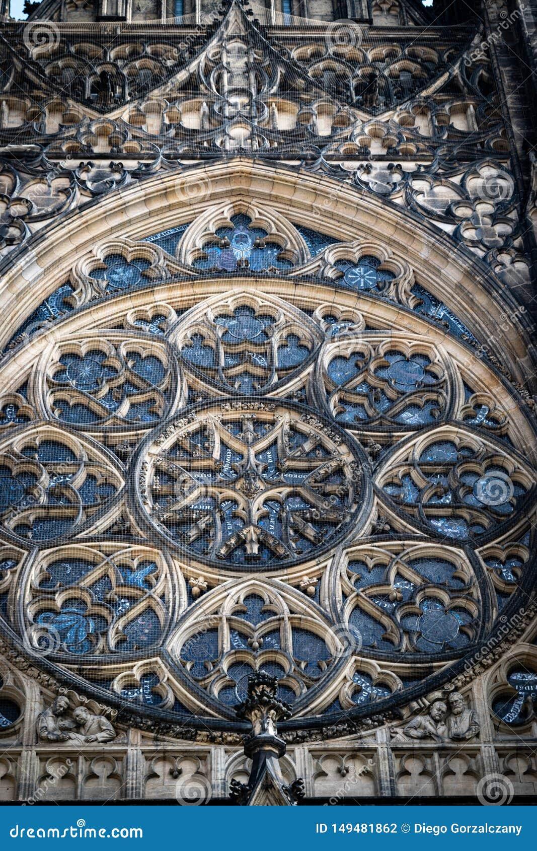Szczegół róży okno w St Vitus katedrze w Praga,