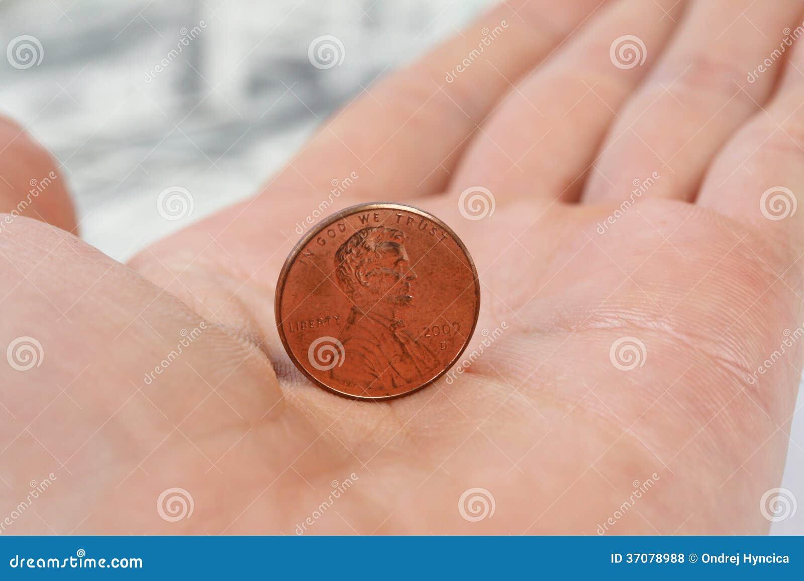 Download Szczegółowego Widoku Trwanie Cent Na Męskiej Ręce Zdjęcie Stock - Obraz złożonej z gotówka, greenbelt: 37078988