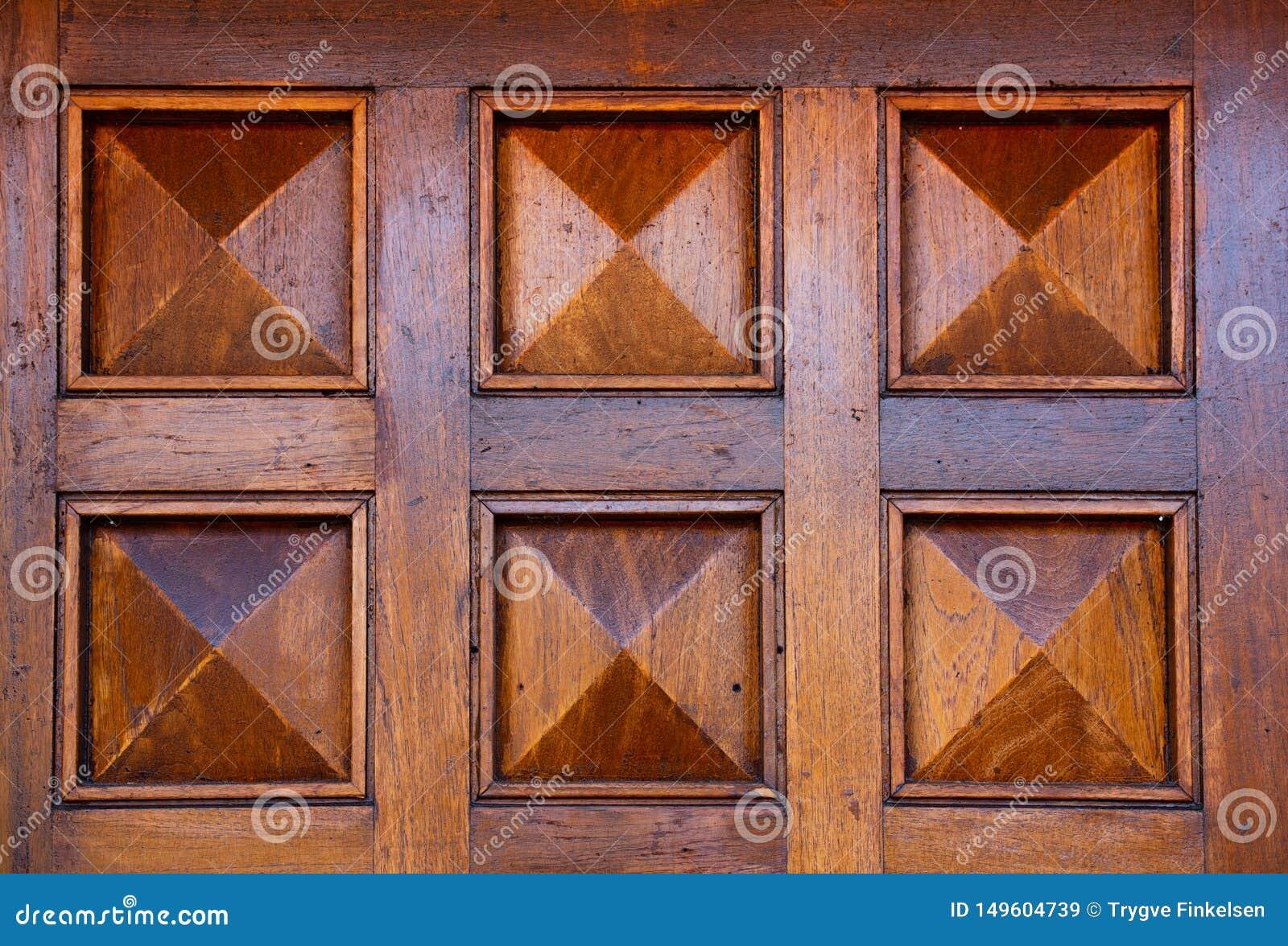 Szczegóły drewniany dzwi wejściowy