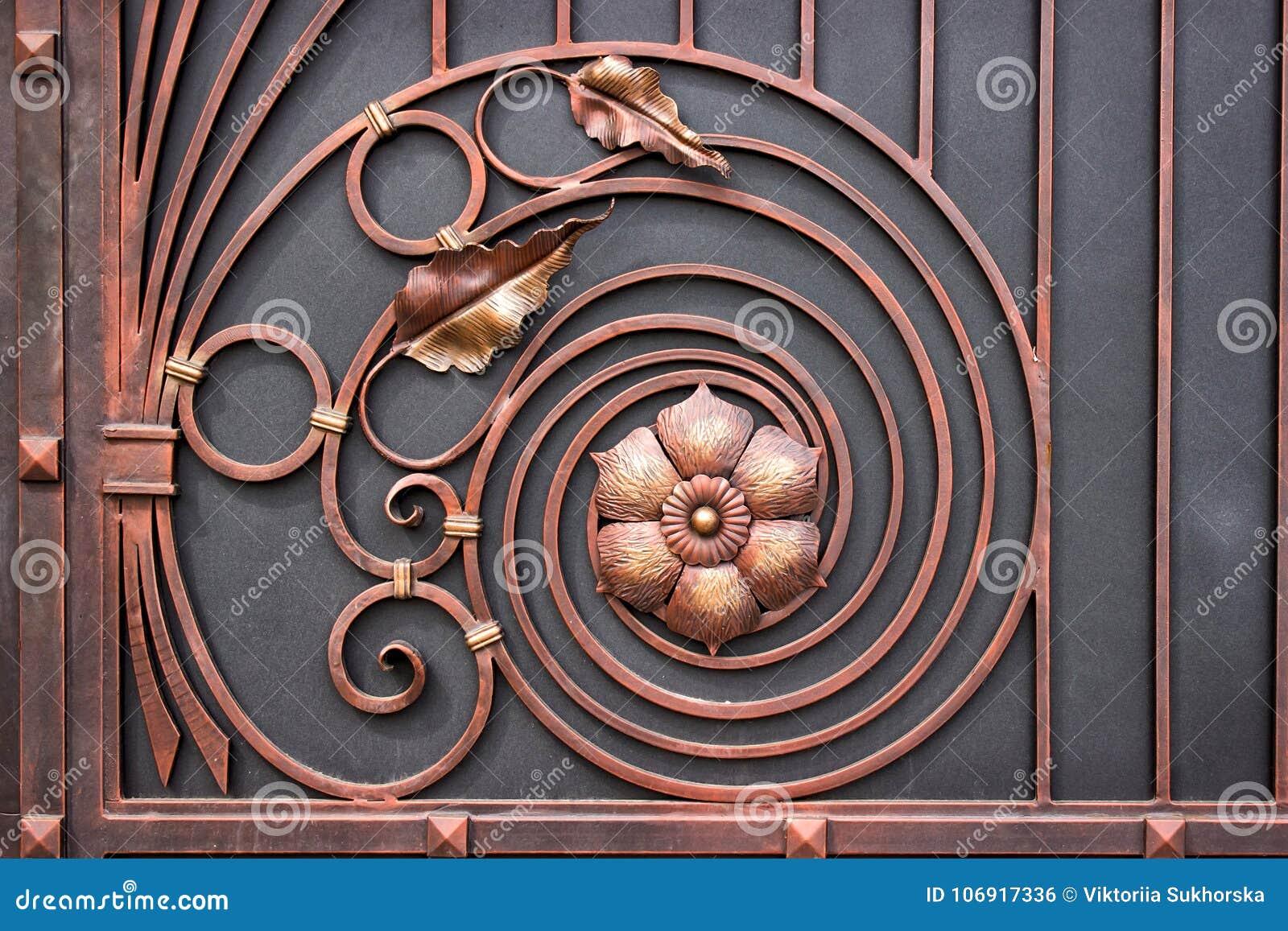 Szczegóły struktury i dekoraci dokonanego żelaza brama Rocznika metalu miedzianego koloru obrazki Dekoracyjna ślimacznica i