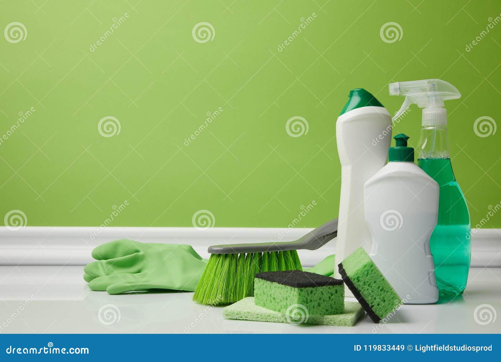 Szczotkarskie i domowe dostawy dla wiosny cleaning