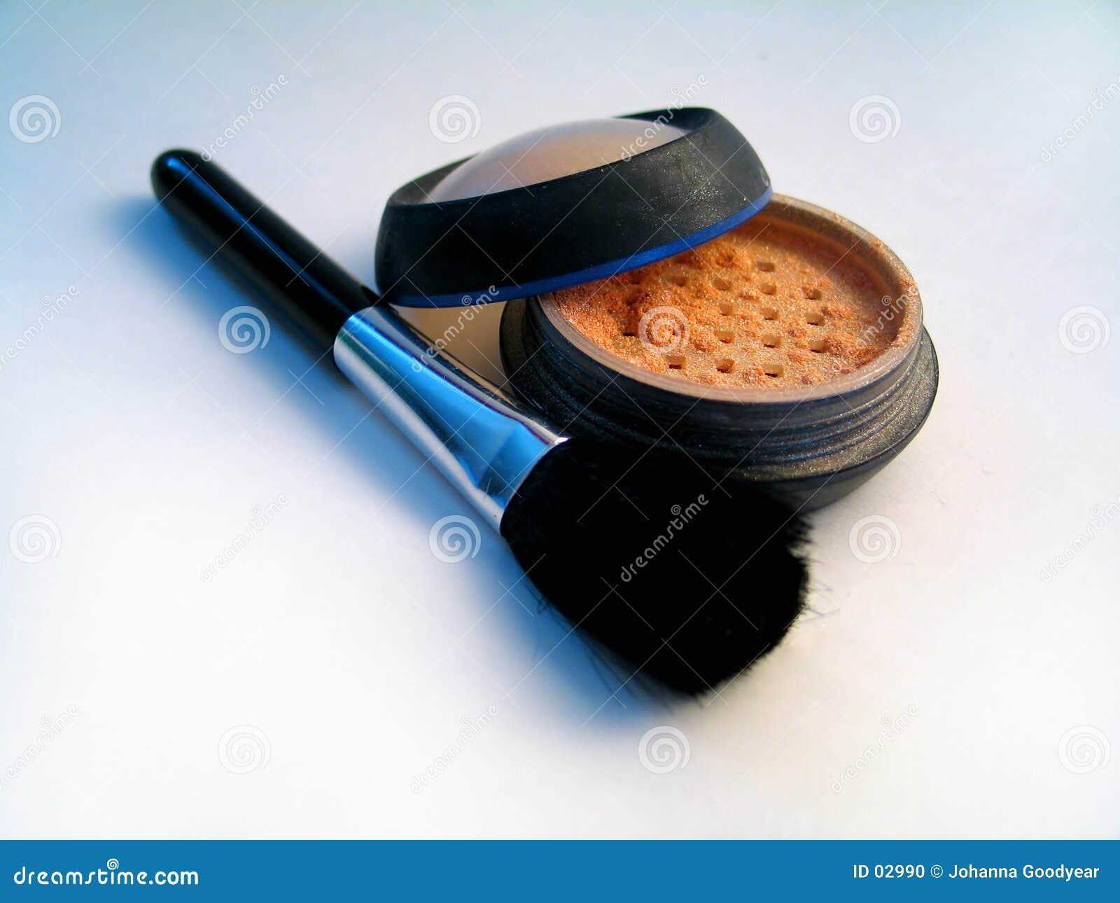 Szczotki ii błyszczący makijaż w proszku