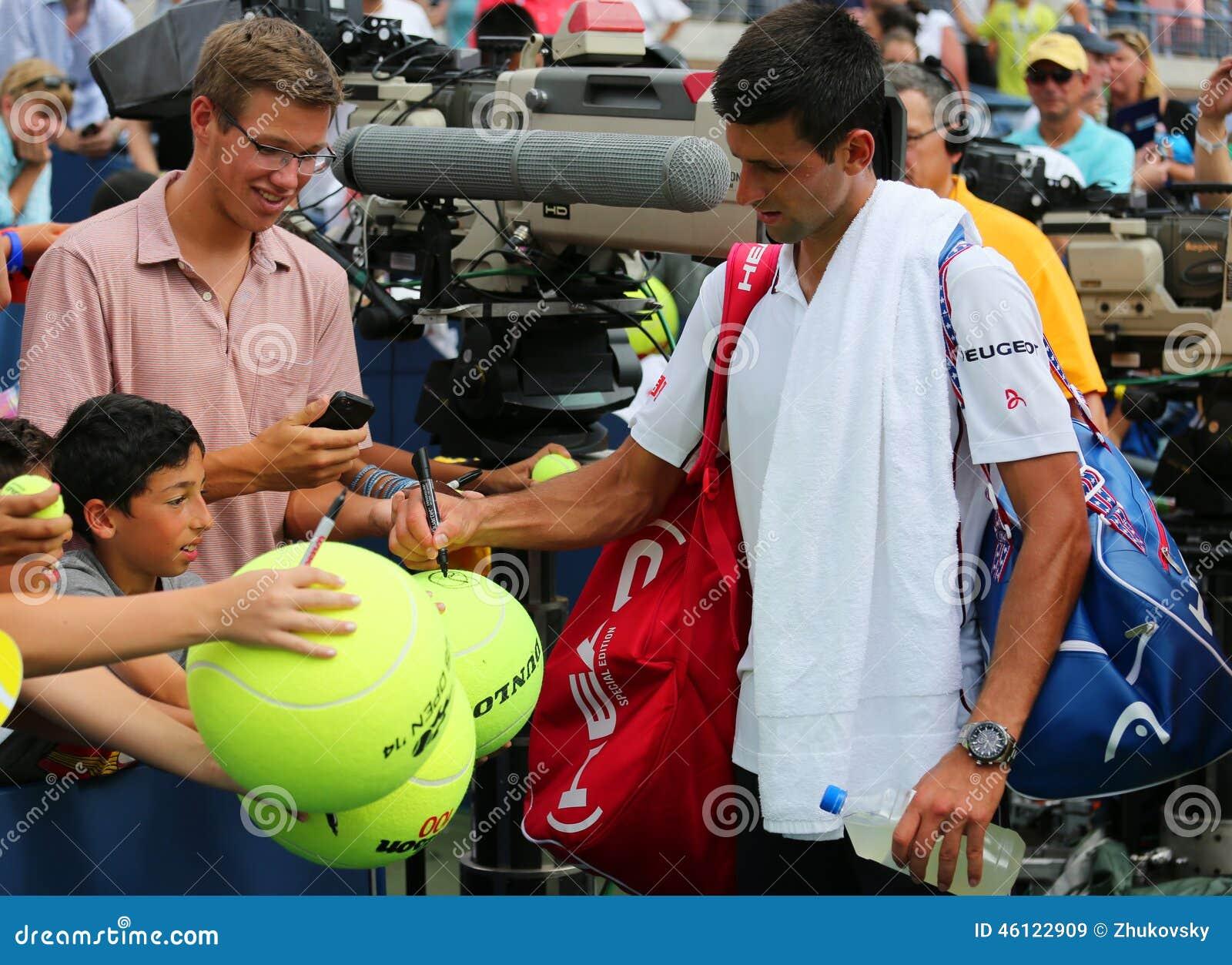 Sześć czasu wielkiego szlema mistrza Novak Djokovic podpisywania autografów po us open 2014 dopasowania