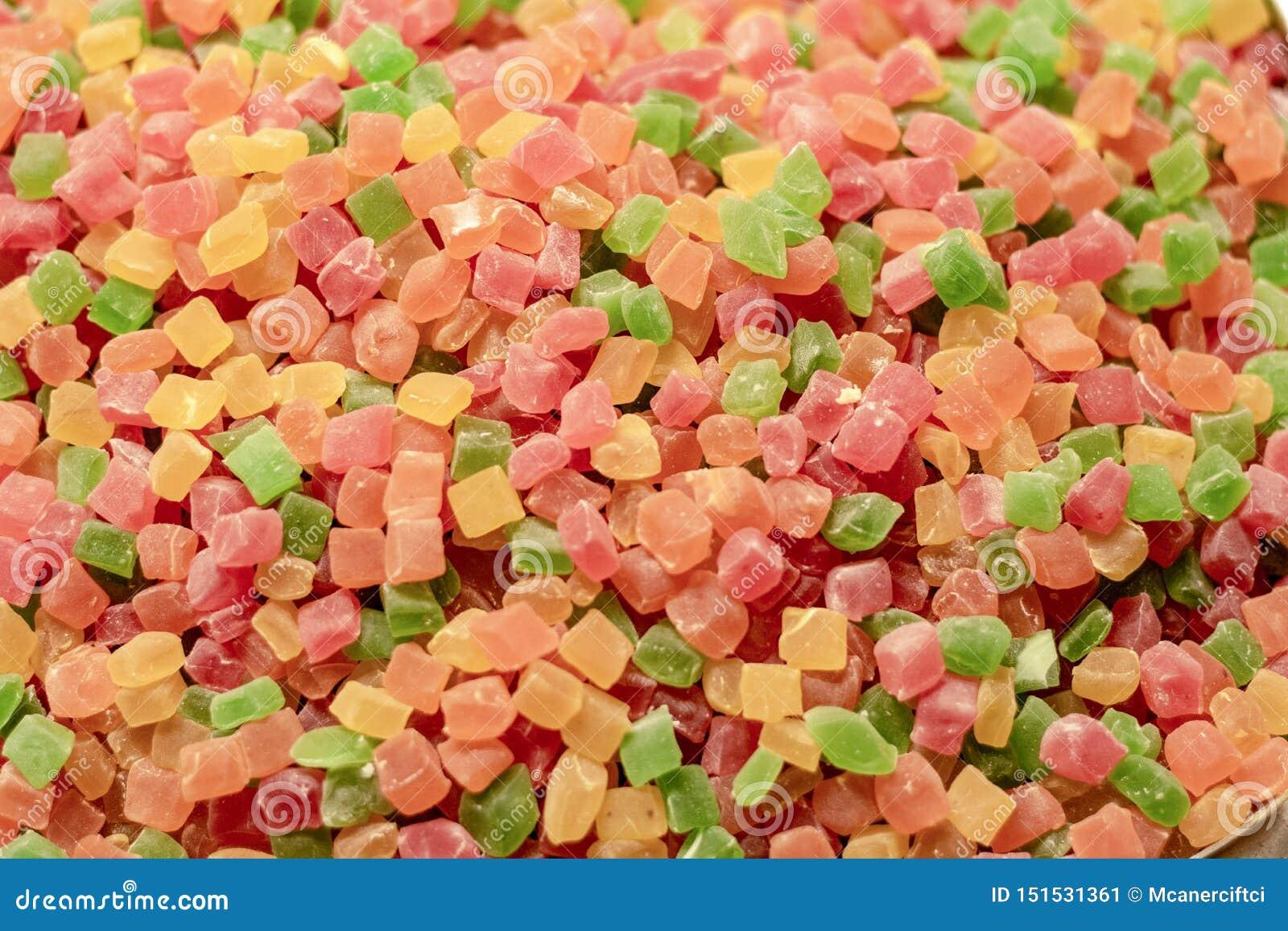 Sześcianu ciasteczko Zakrywający z cukierem w różnych kolorach Granulacyjna struktura tam filmował przed sklepem