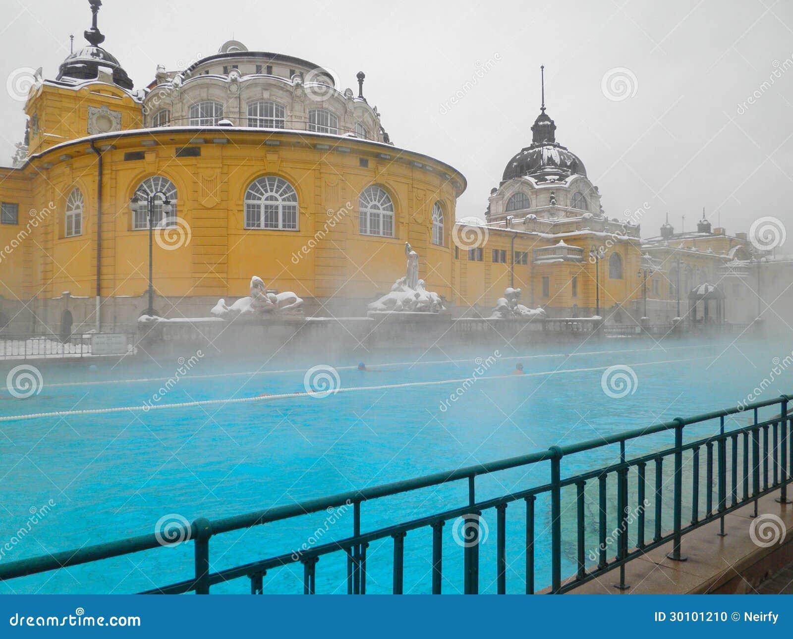 Szechenyi spa bad boedapest stock foto afbeelding 30101210 for Foto in het bad
