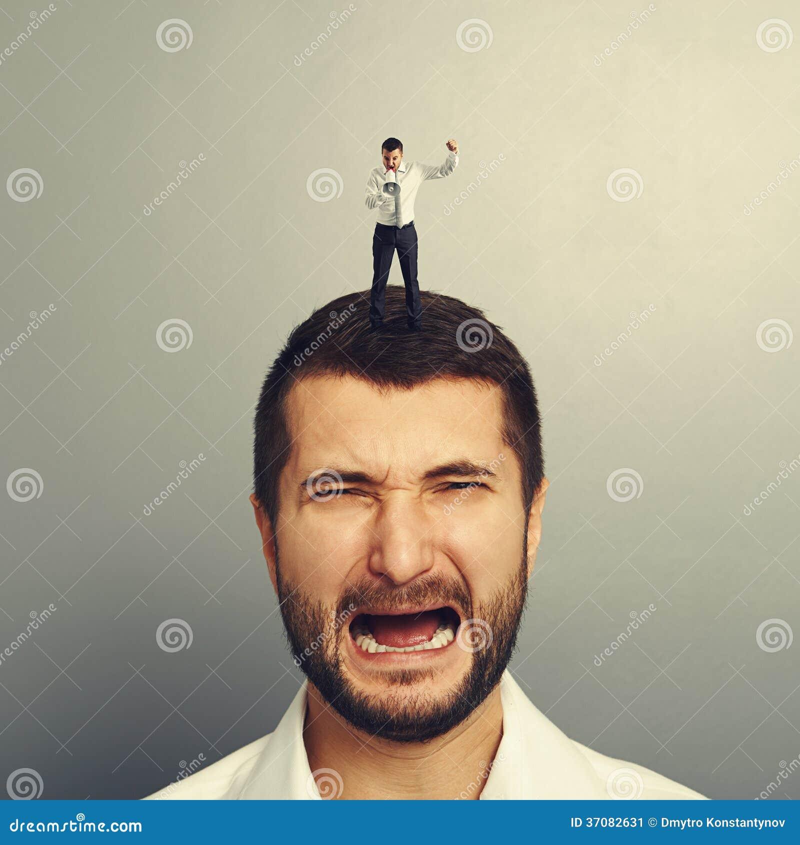 Download Szef Krzyczy Przy Pracownikiem Obraz Stock - Obraz złożonej z biznes, samiec: 37082631