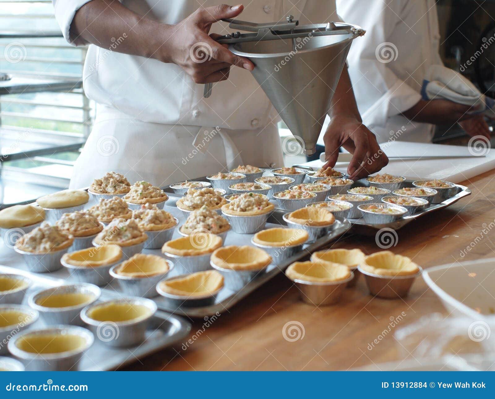 Szef kuchni robi tarts