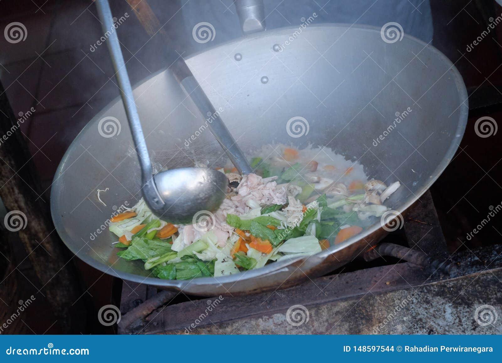 Szefa kuchni kucharstwa nakr?tki cay Czerpi?cy termin dla popularnego Chi?skiego Indonezyjskiego fertania sma??cego