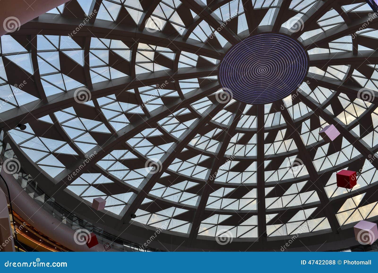 Szkło dach nowożytny handlowy budynek z dowodzonym światłem