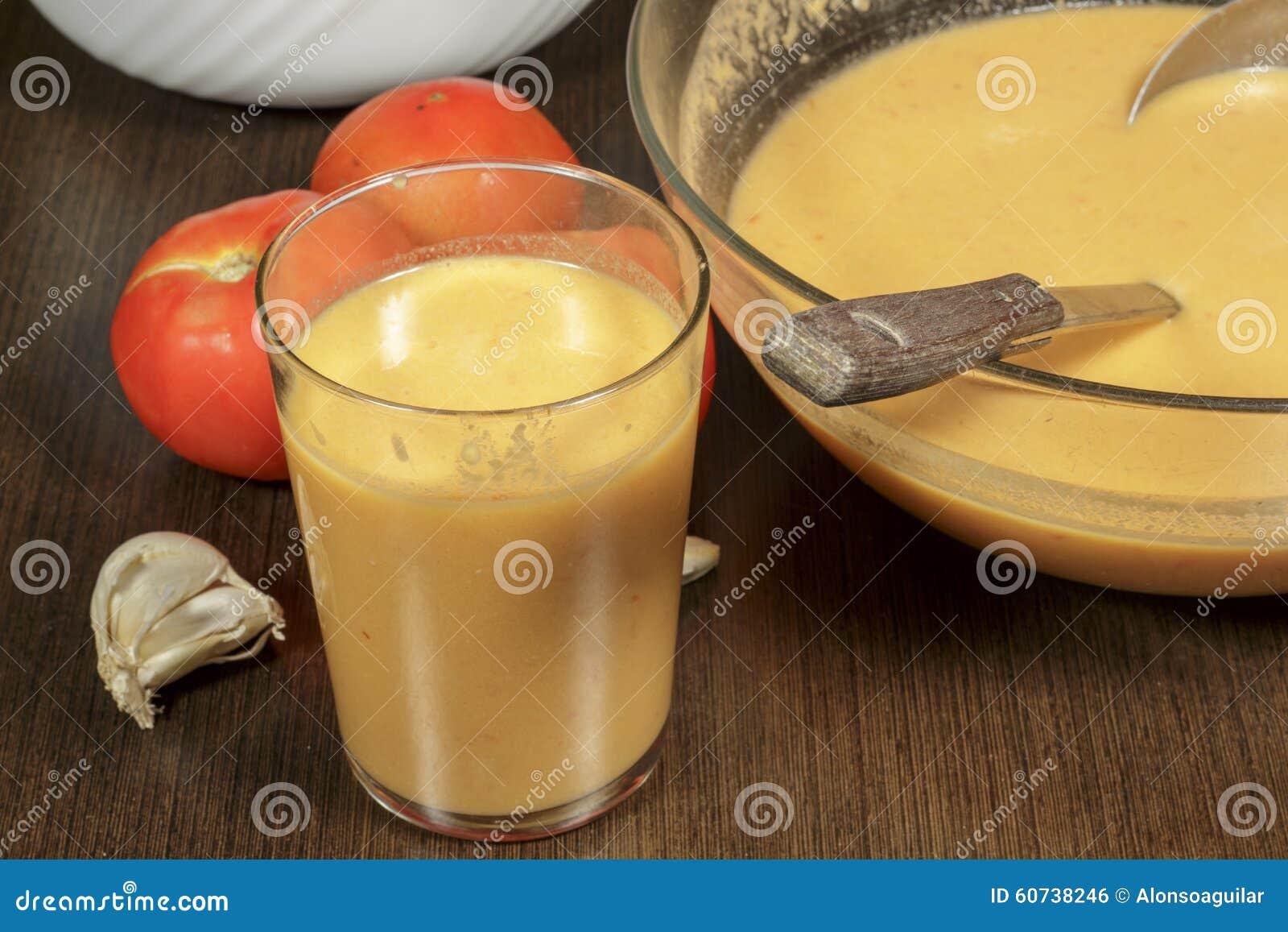 Szkło gazpacho, zimna pomidorowa polewka
