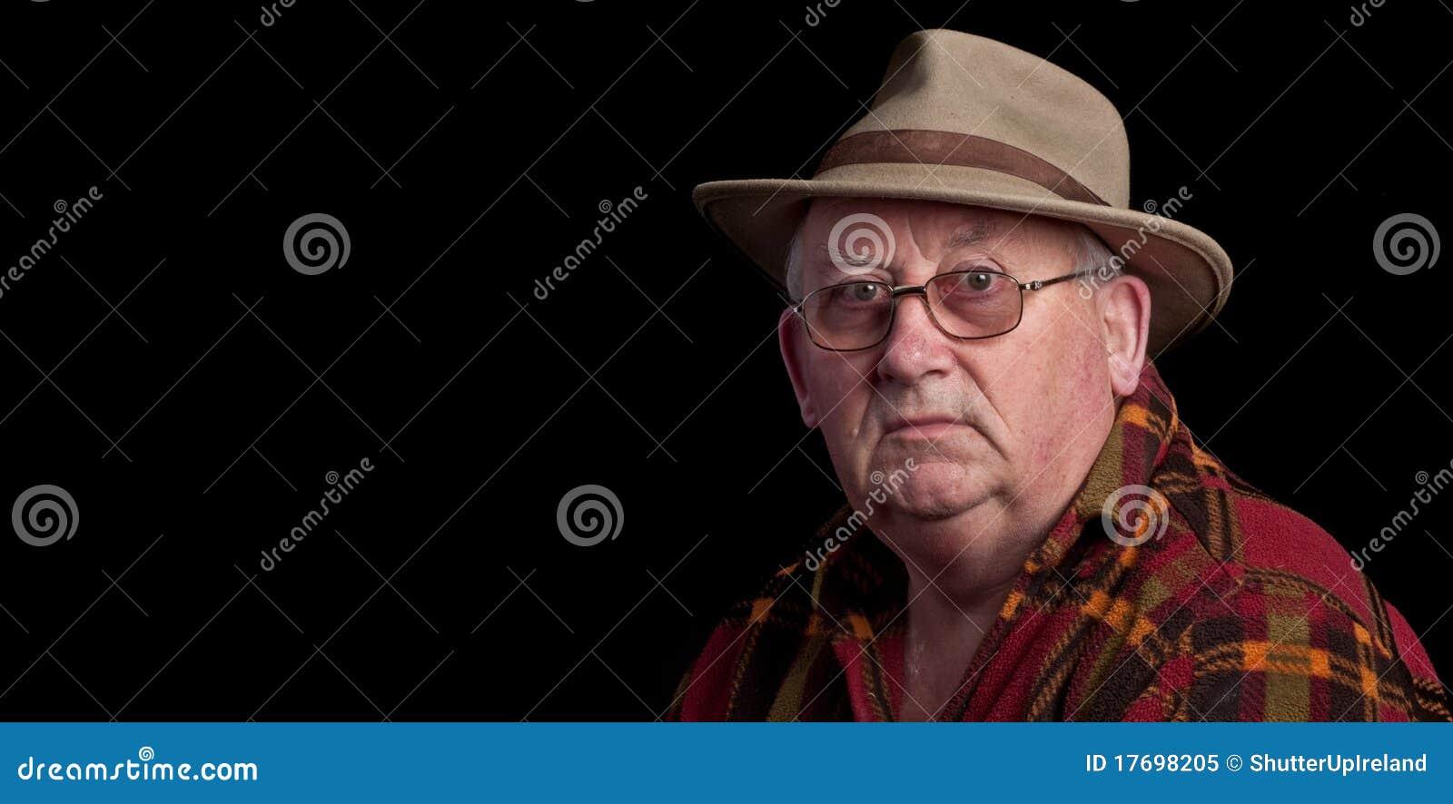 Szkieł kapeluszowa samiec przechodzić na emeryturę starszy target314_0_