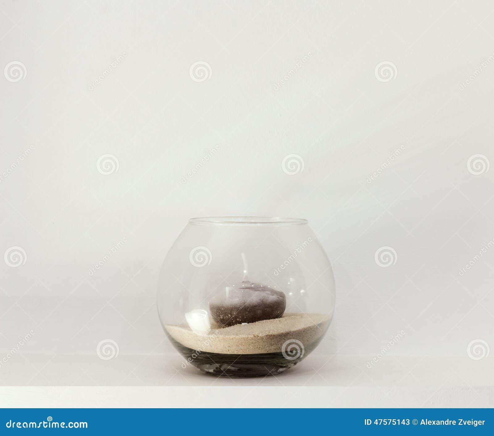 Szklana waza z świeczką