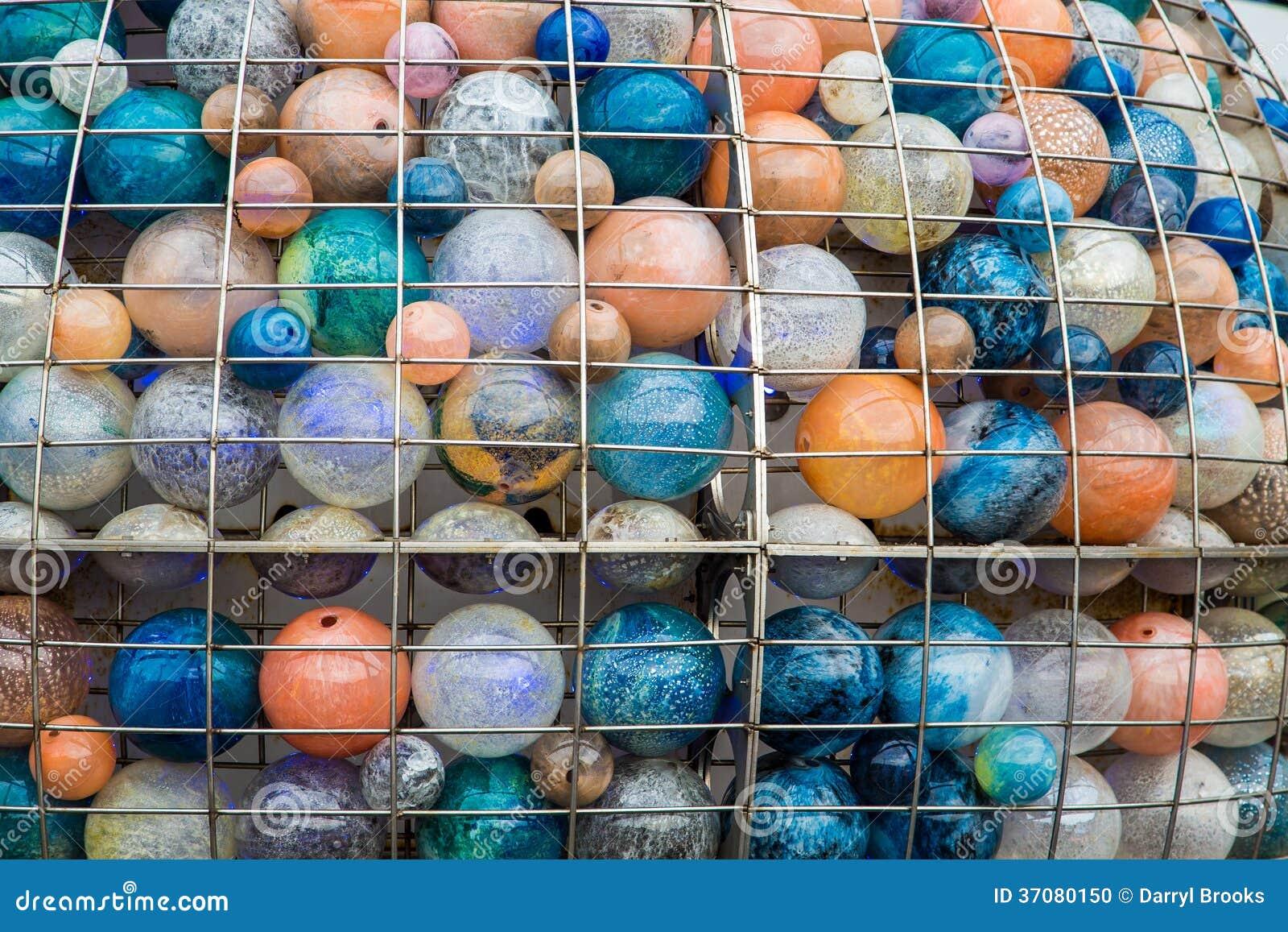 Download Szklane piłki w klatce zdjęcie stock. Obraz złożonej z piłka - 37080150