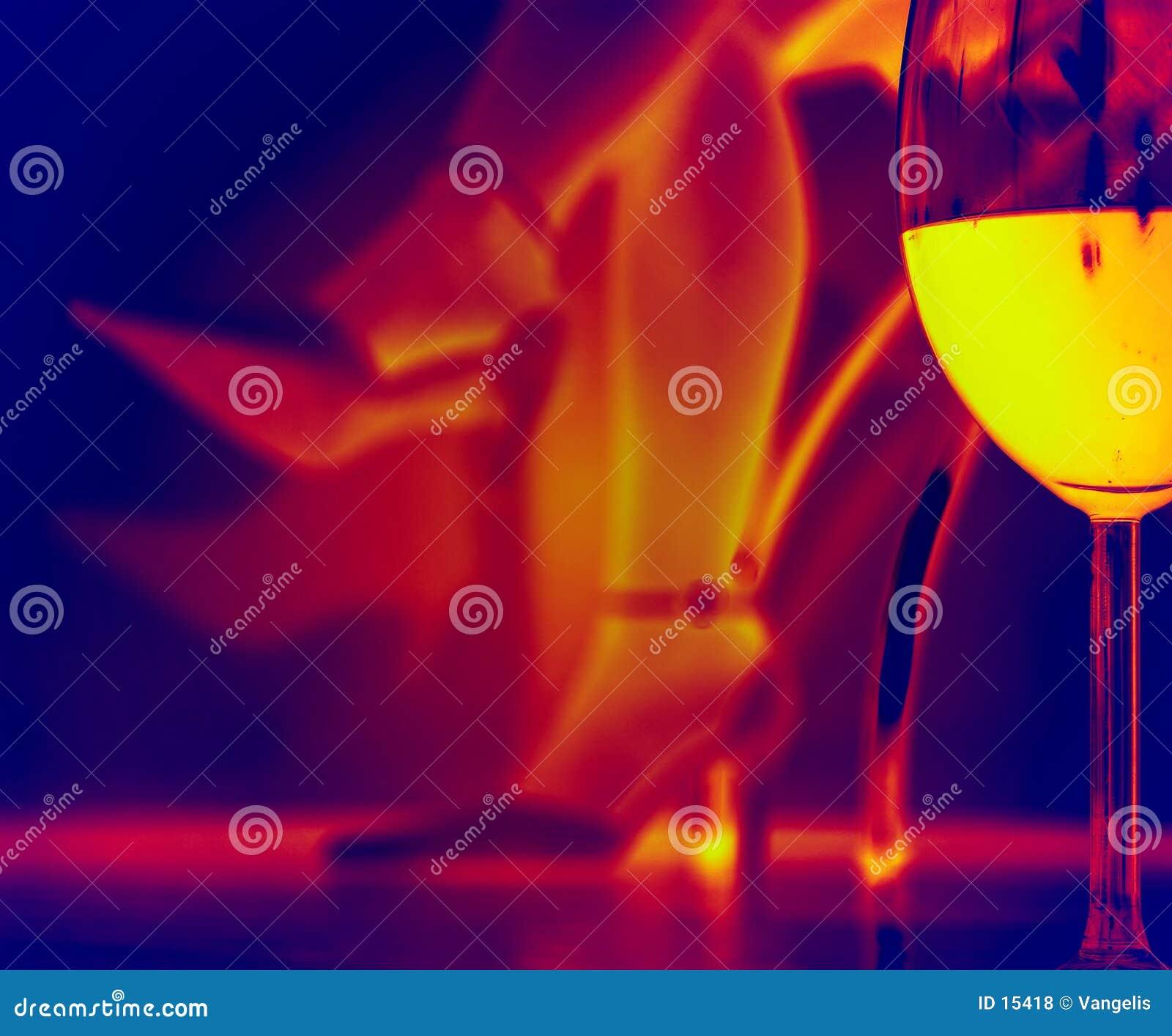 Szklany podczerwieni wieczorem romantyczne wino