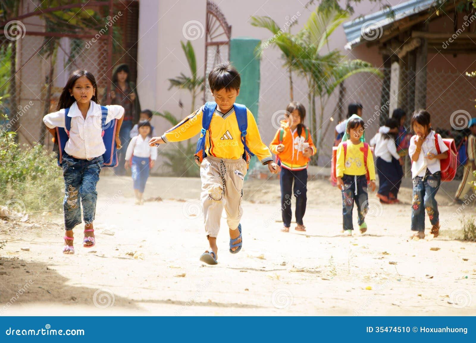 Szkoła jest out przy wsią