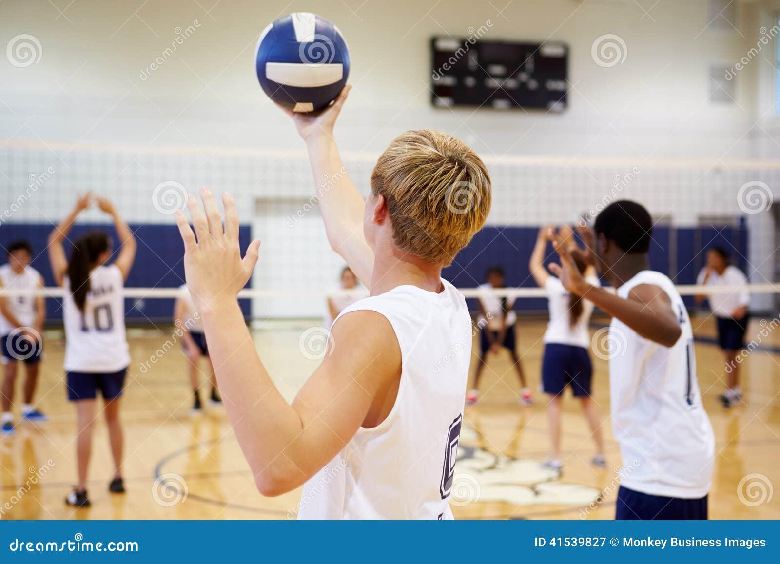 Szkoły Średniej siatkówki dopasowanie W sala gimnastycznej