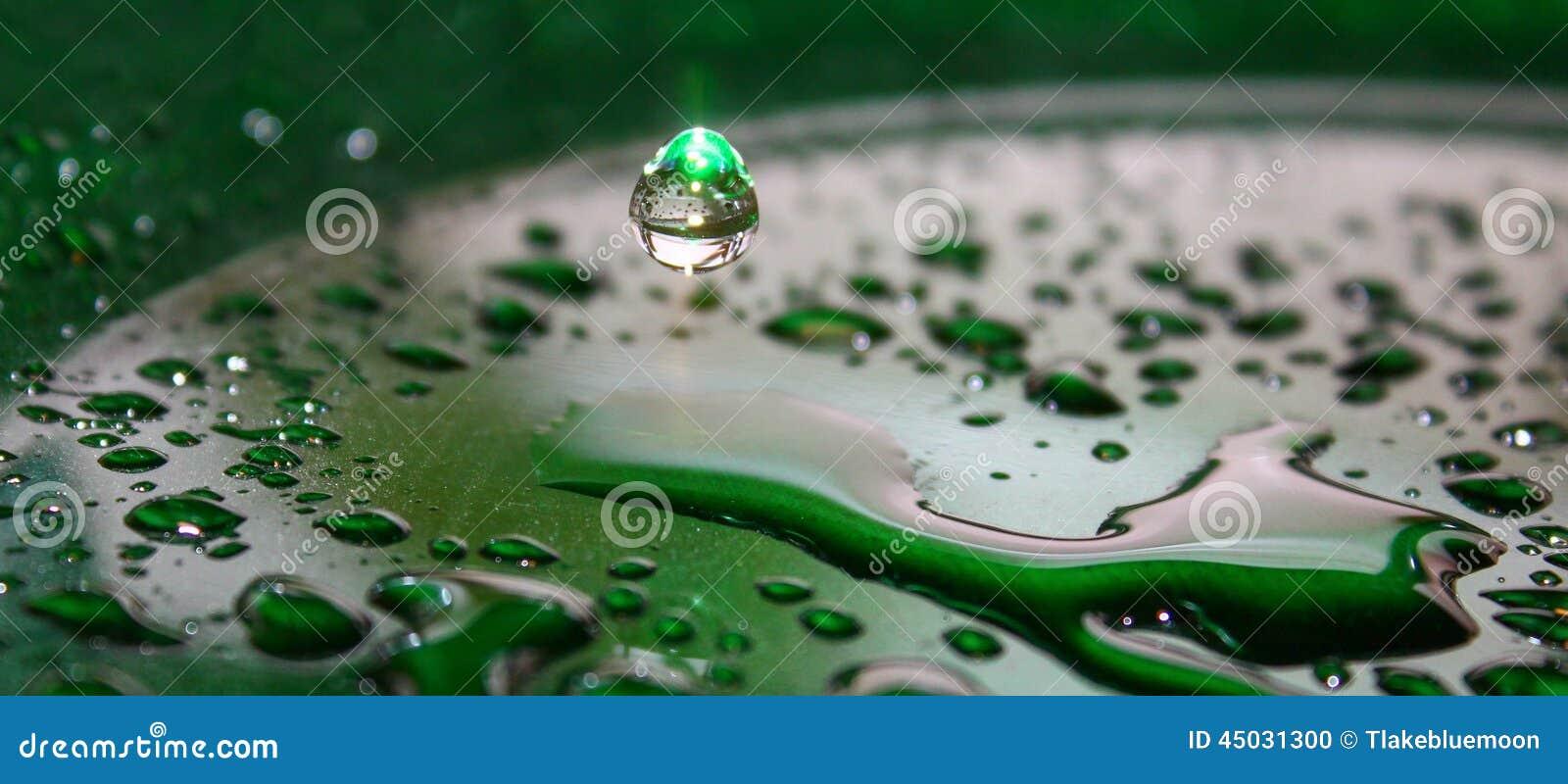 Szmaragd wody kropla