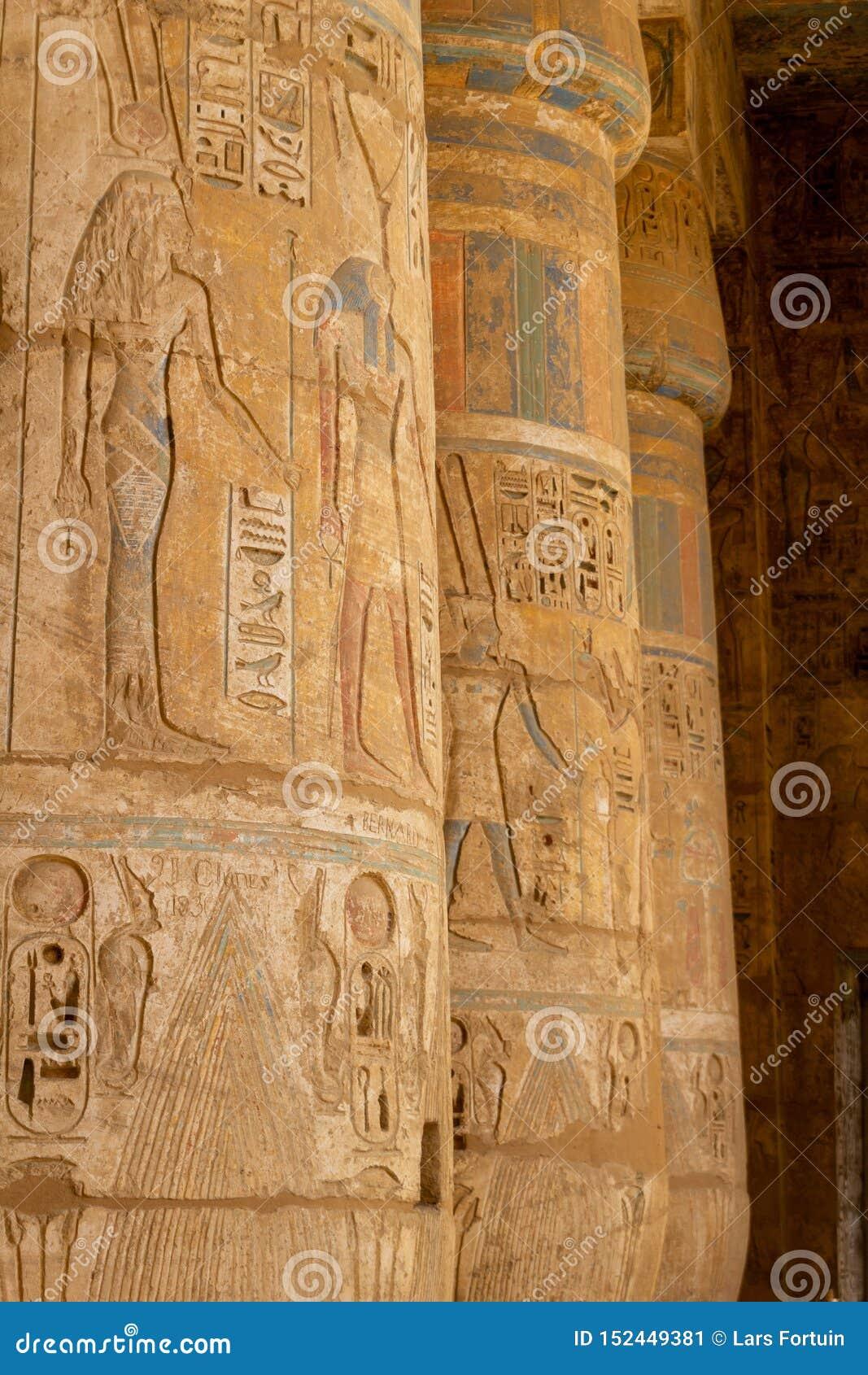 Szpaltowa dekoracja w perystyl sali Medinet Habu świątynia