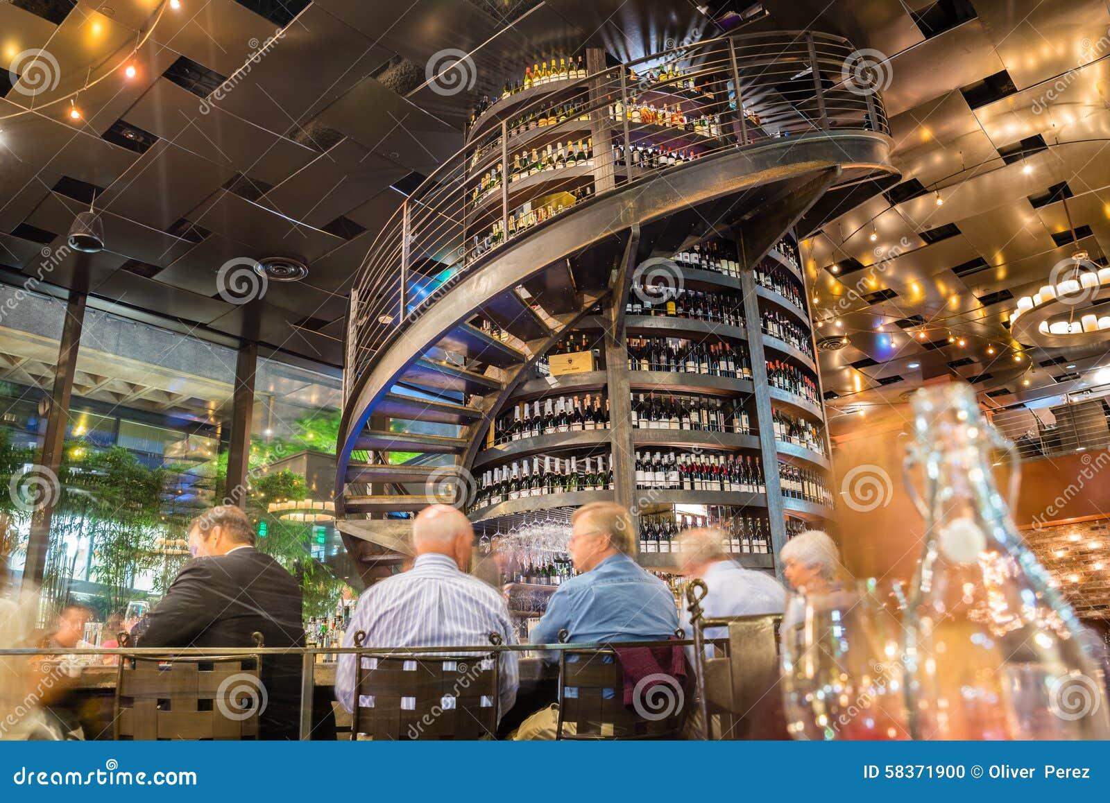 Szpaltowy wino bar
