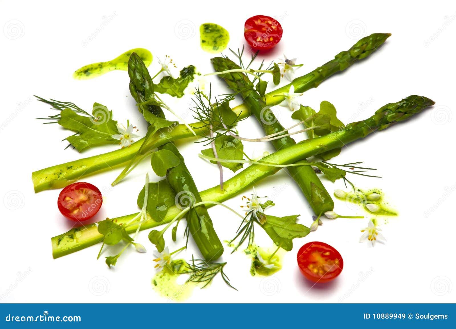 Szparagowa zdrowa sałatka