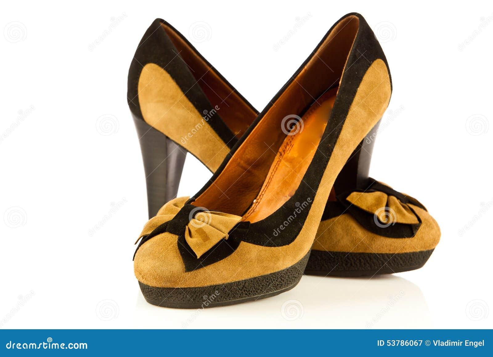 Szpilek kobiet buty na białych tło akcesoriach
