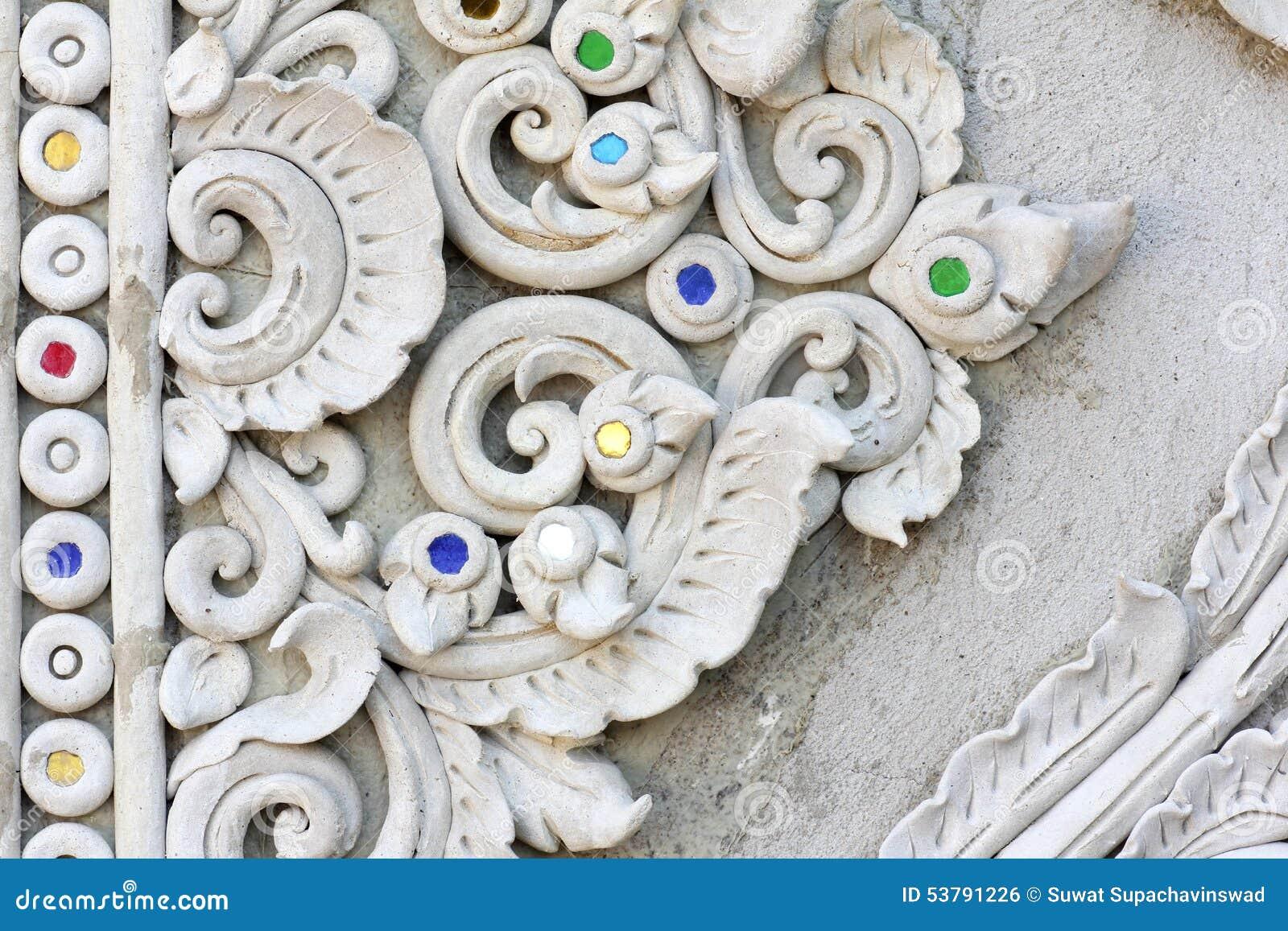 Sztukateryjnej białej rzeźby dekoracyjny wzór
