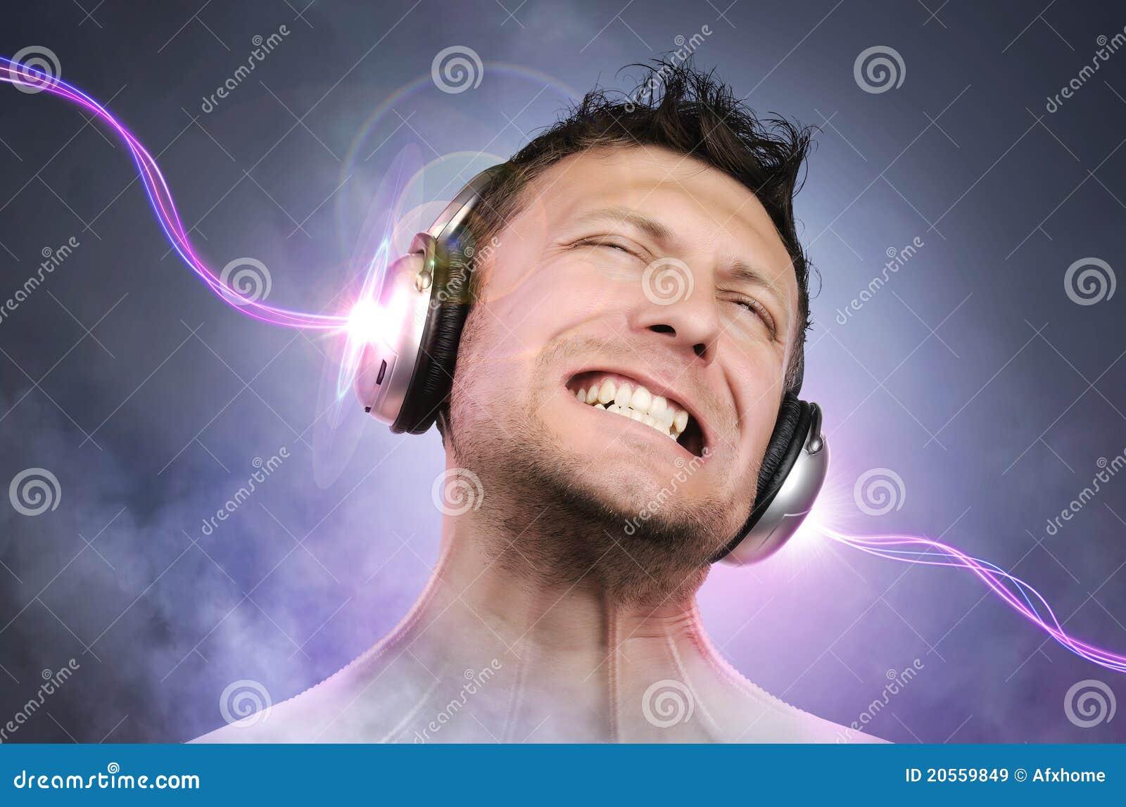 Sztuki pojęcia ekspresyjny hełmofonów mężczyzna