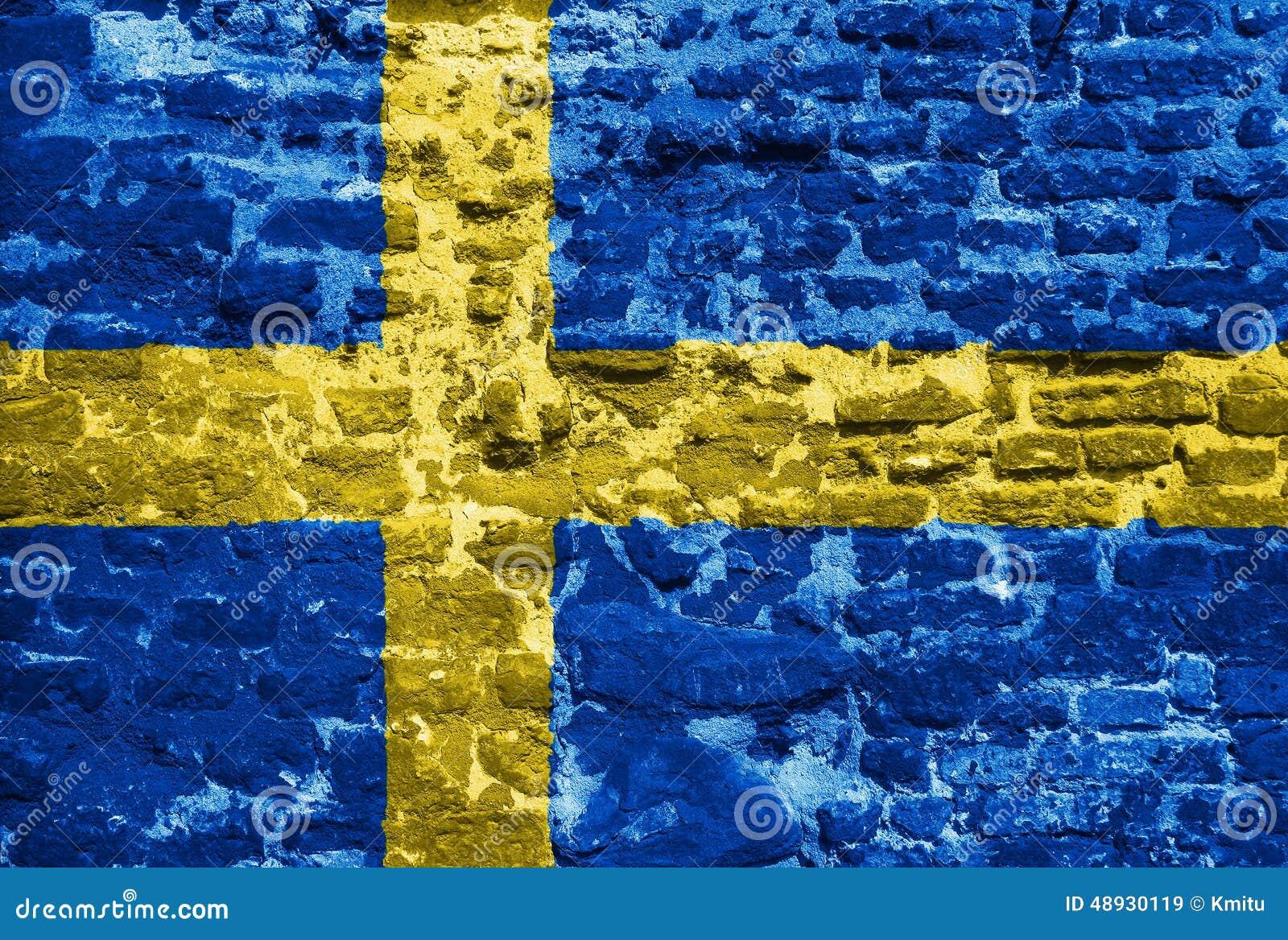 Szwedzi flaga nad starą ścianą