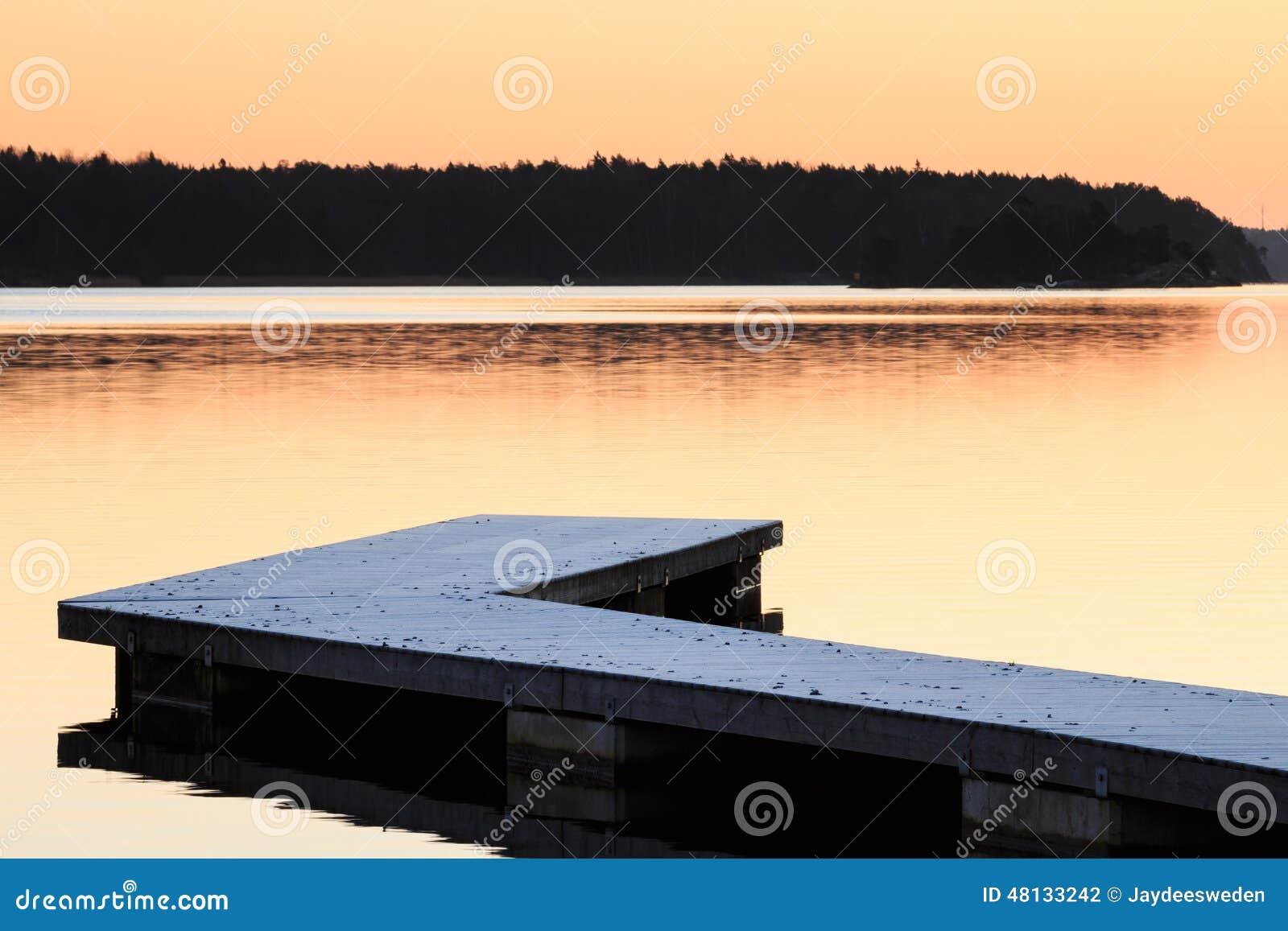 Szwedzi kształtują teren z jetty i wodą