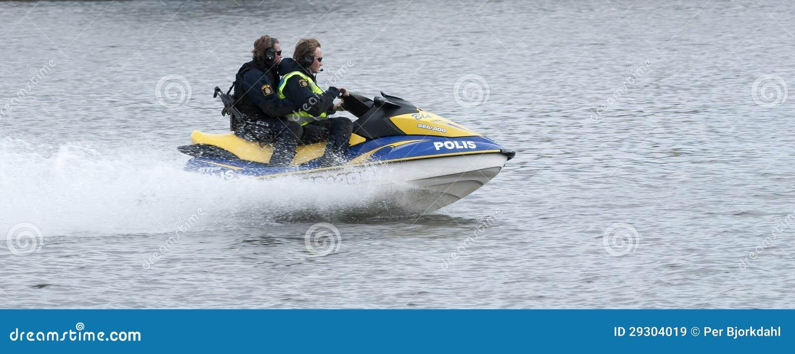 Szwedzi Utrzymują porządek watercraft przy wysoką prędkością