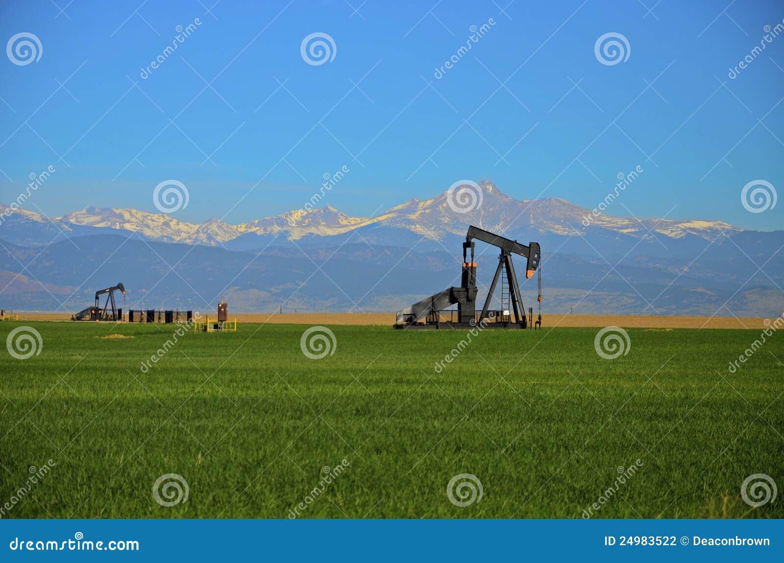 Szyb naftowy