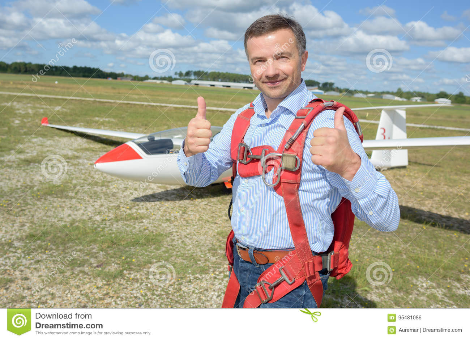 Szybowcowego pilota posign aprobaty w przodu samolocie