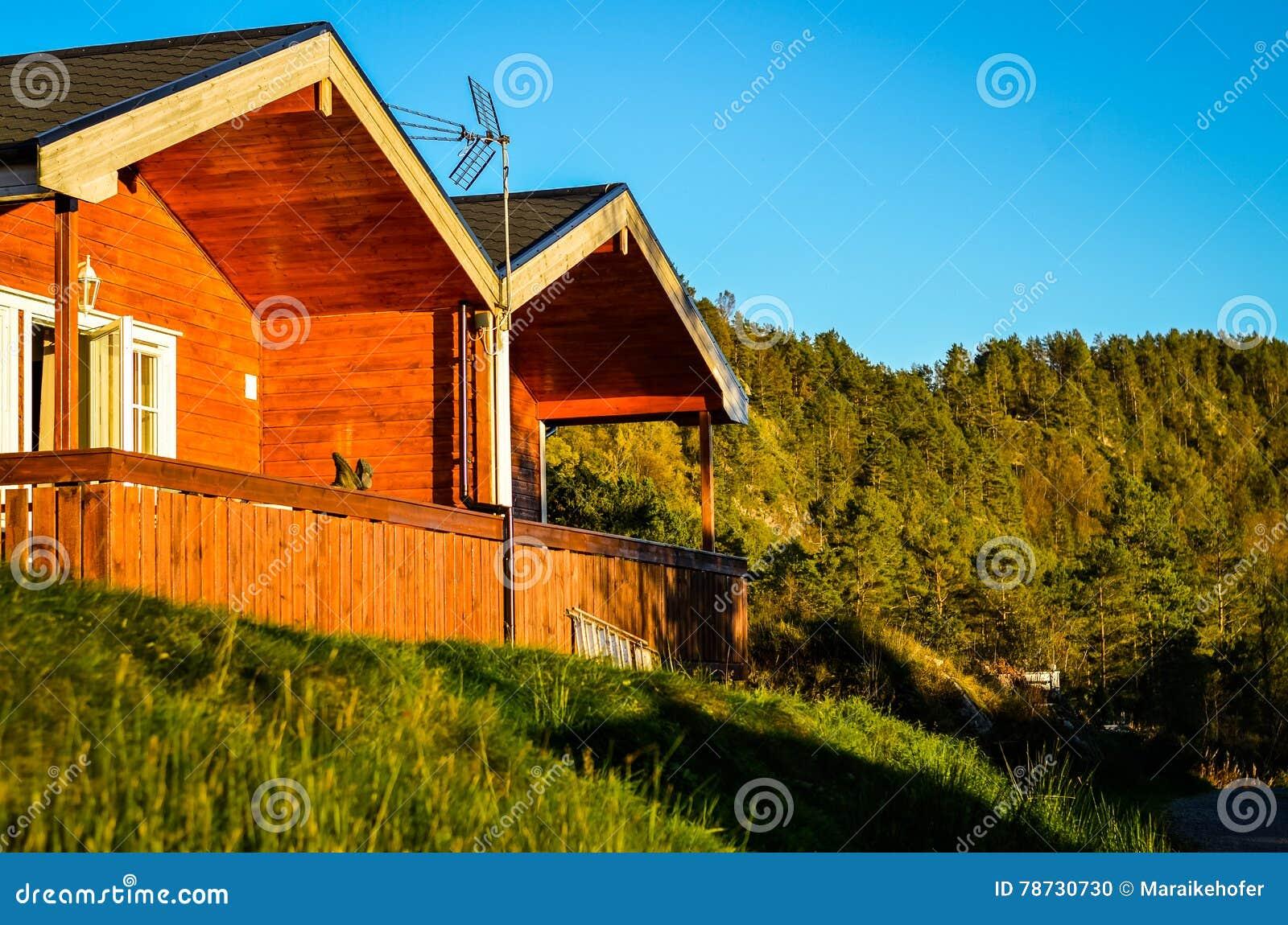 Tältplats i Norge med trästugor