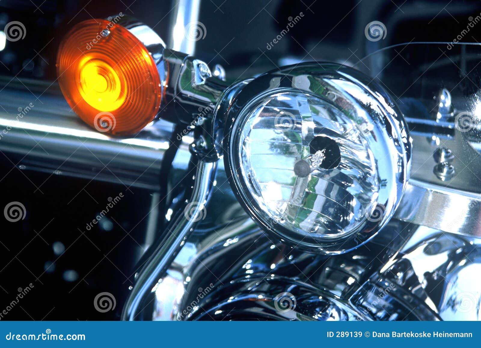 Tänder motorcykeln
