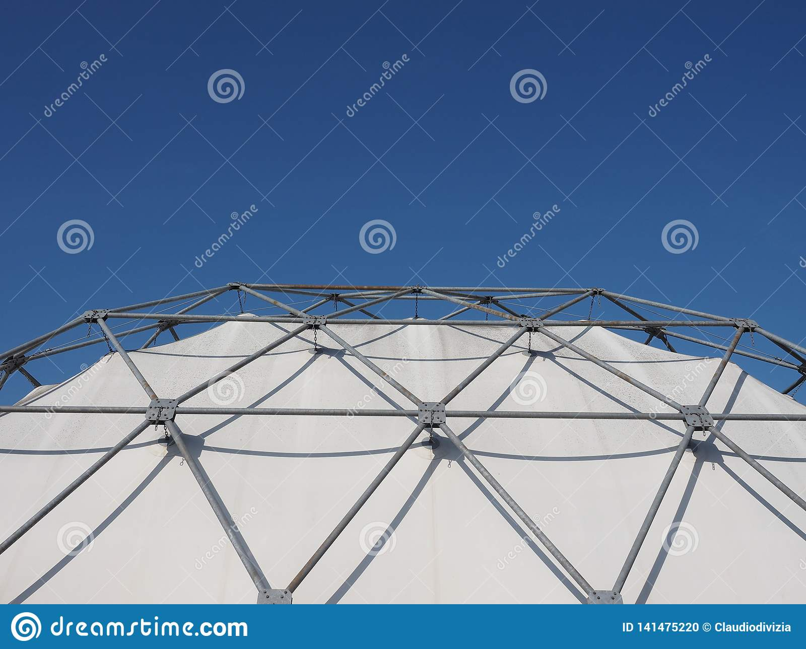 Tänjbar kupolstruktur för geodetisk exoskelett