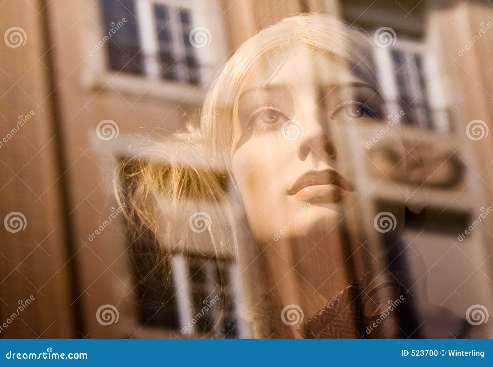 Tät falsk kvinnligsikt för blondin