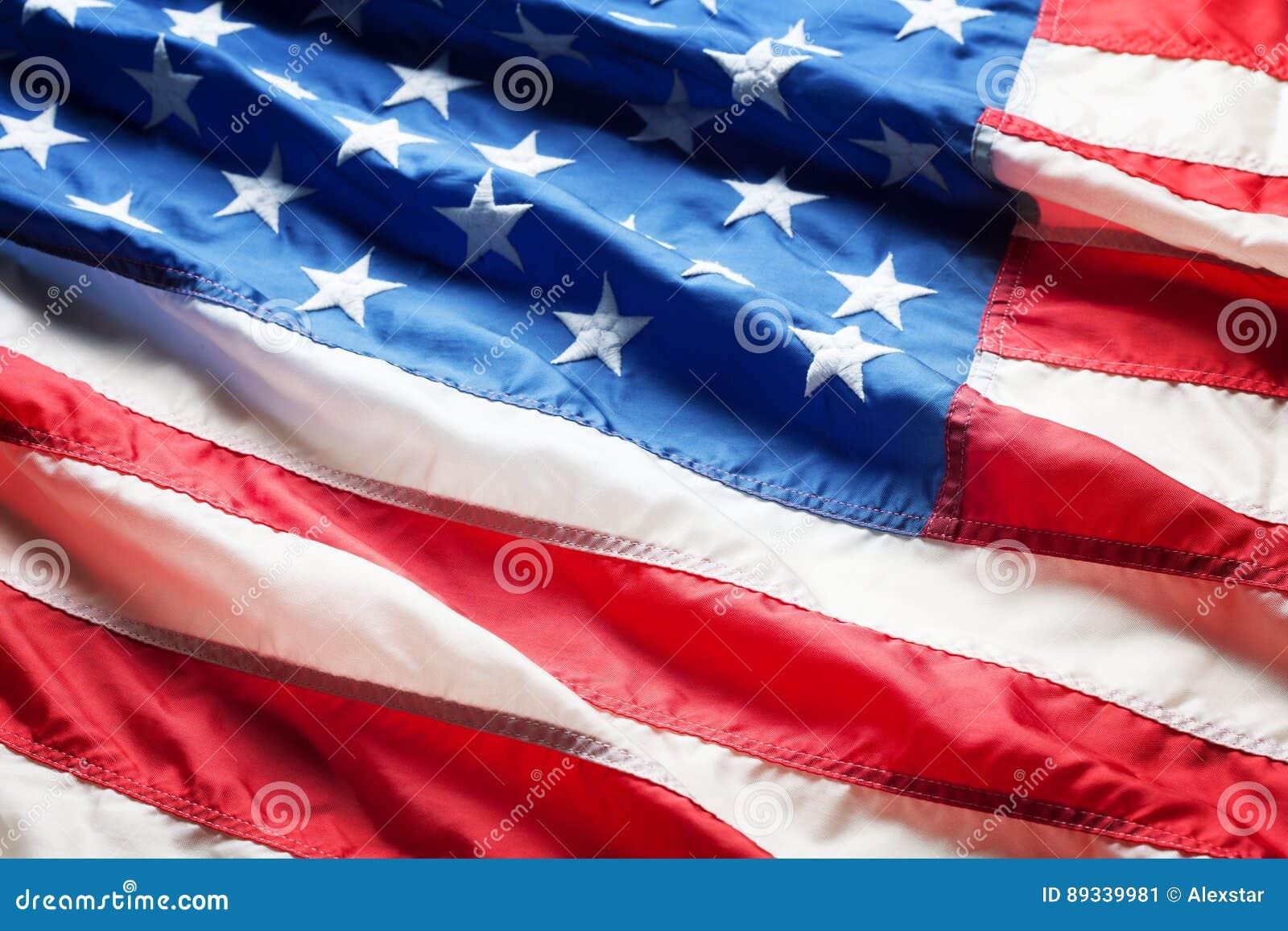 Tät flagga för american upp
