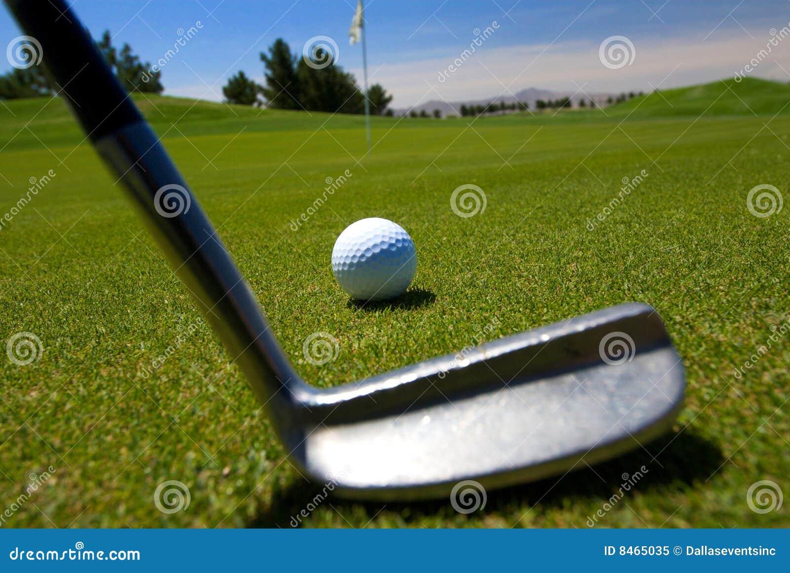 Tät golfare av teeing upp