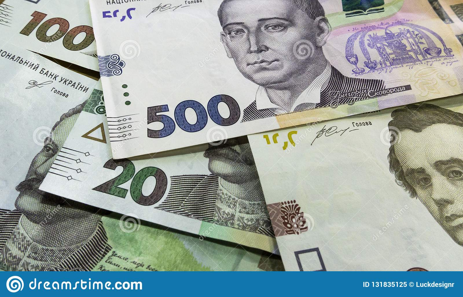Tätt tävla upp av ukrainska pengar 100, grivnia 500 för design och idérika projekt