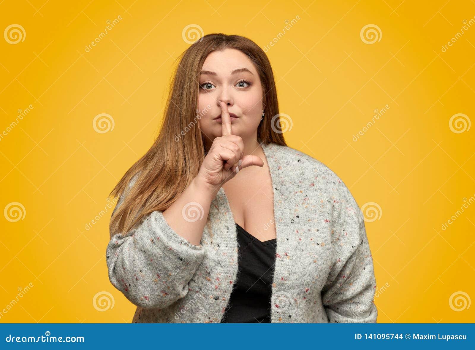 Tłuściuchna kobieta pyta być spokojny
