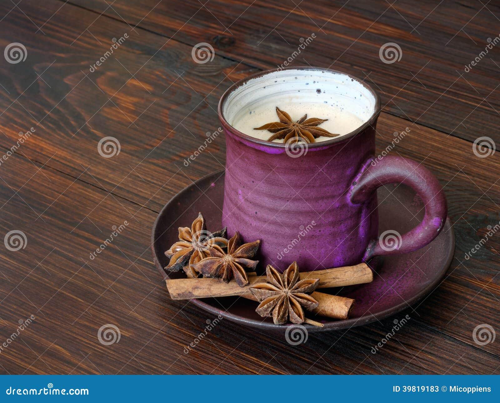 Tè al latte di erbe di chai