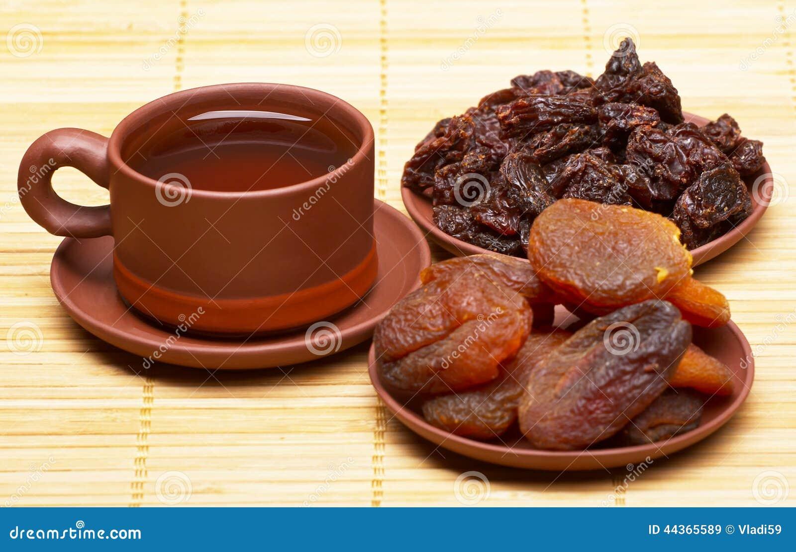 Tè cinese e frutti secchi