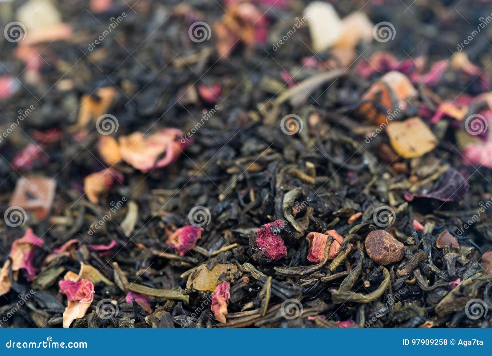 Tè con i frutti ed i fiori secchi