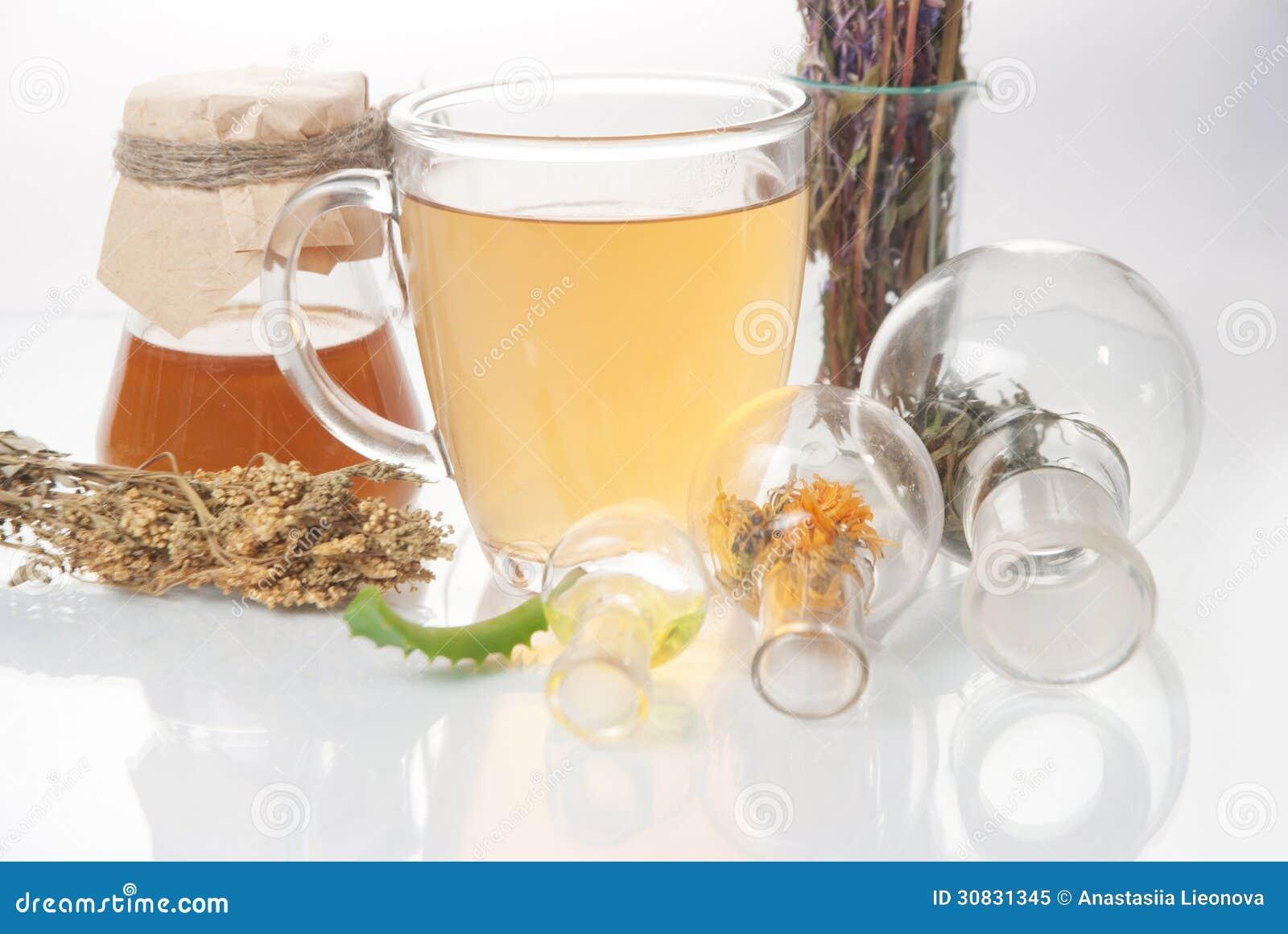 Tè con il piccoli vaso e tazze