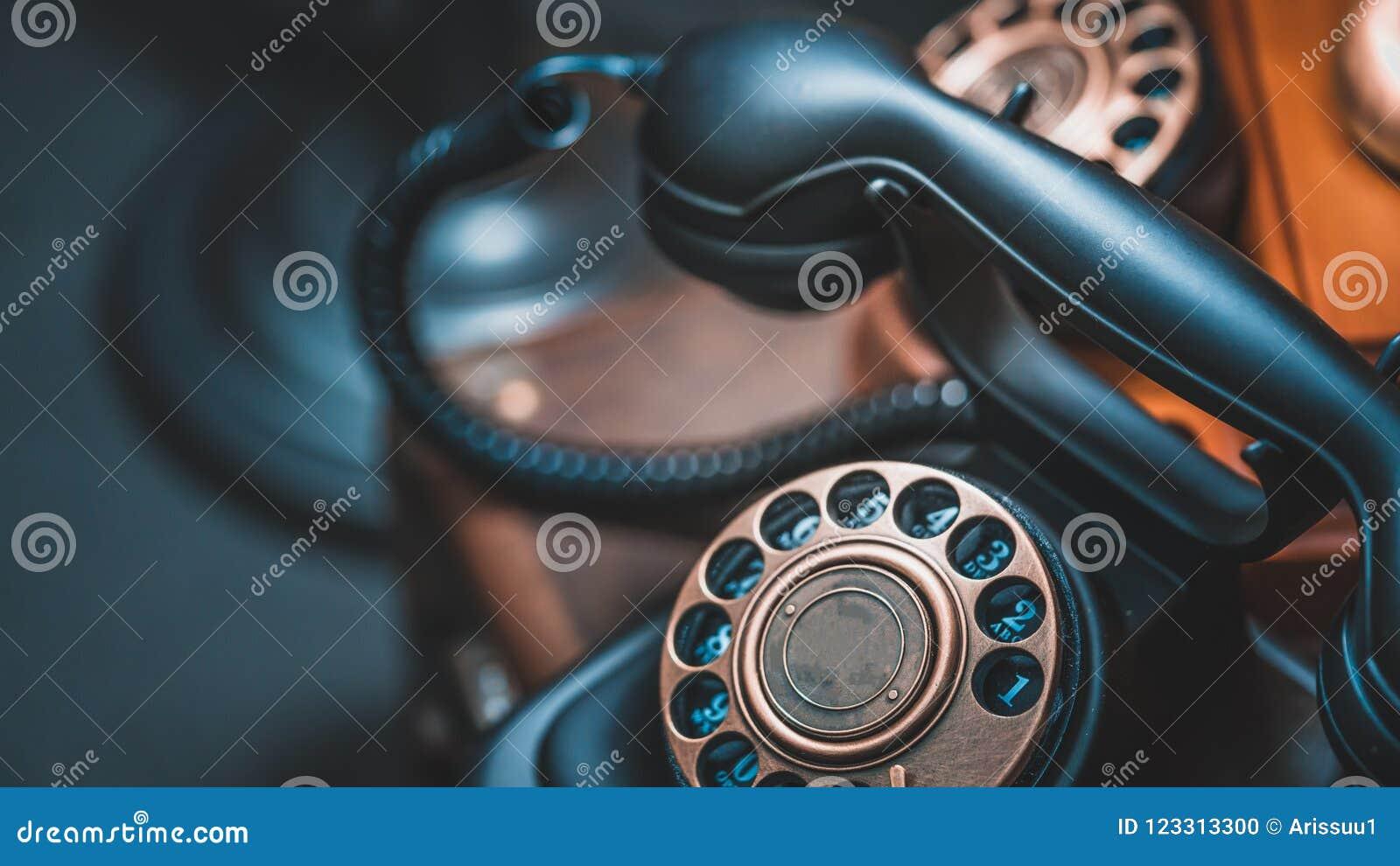 Téléphone classique noir de bureau de cadran rotatoire de style